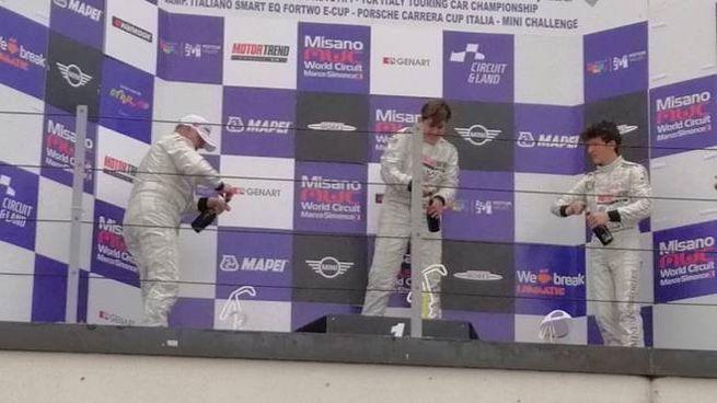 Il rito dello champagne per Di Fabio, sul podio