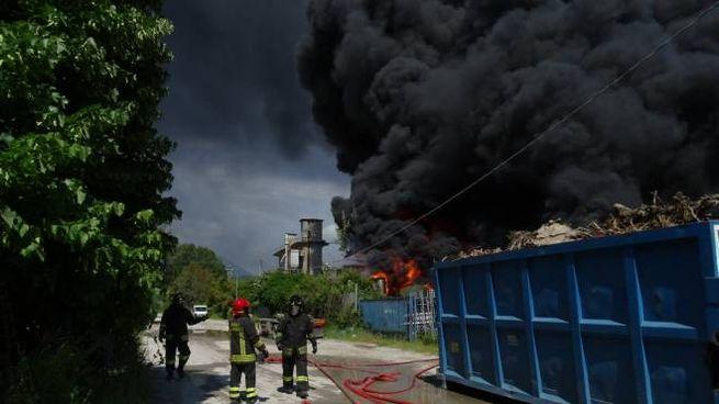 L'incendio a Viareggio (foto Aldo Umicini)