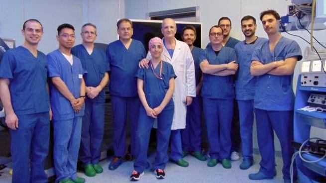 Il dottor Amilcare Parisi e la sua équipe
