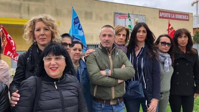 Mercatone Uno Sedie Plastica.Mercatone Uno Fallimento La Rabbia Dei Dipendenti A Bologna