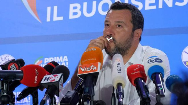 Elezioni europee 2019, Matteo Salvini in conferenza stampa (Newpress)
