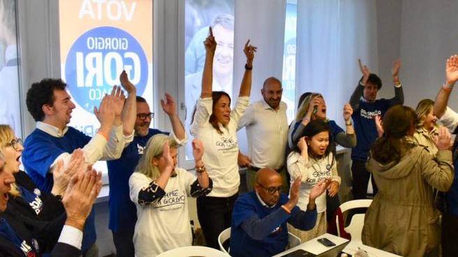 Cristina Parodi festeggia al comitato elettorale del marito Giorgio Gori