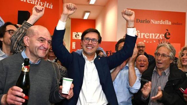 Firenze, Nardella festeggia nel suo comitato elettorale (Ansa)