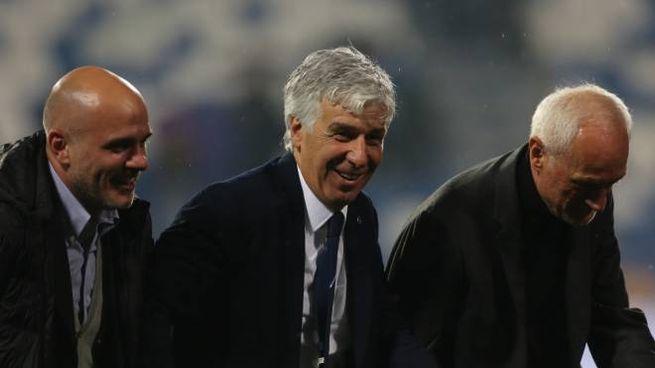 Gasperini tra Luca e Antonio Percassi