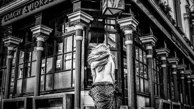 Il Coach and Horses, il primo pub nudista di Londra - Foto: coachsoho.co.uk