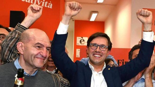 Nardella festeggia la rielezione nel suo comitato elettorale (Ansa)