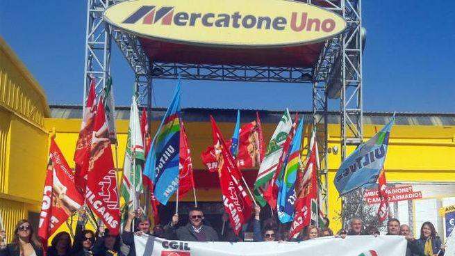 La protesta continua anche per lo stabilimento di Monsano