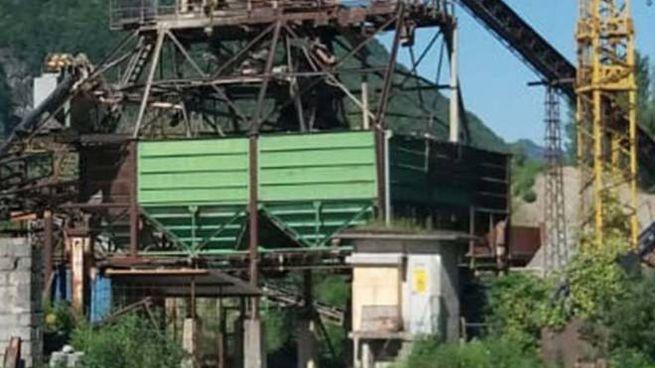 I Un silos in riva all'Adda per la lavorazione di inerti