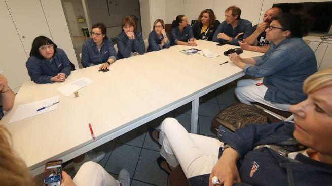 l gruppo dei dipendenti che ieri ha raccontato le loro storie nella nostra redazione