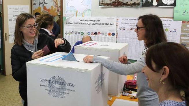 Elezioni comunali, la città di Ferrara con il ballottaggio vira a destra: per la prima volta dal dopoguerra