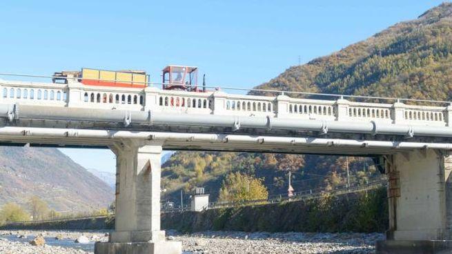 Il ponte sul quale ci sono già limiti di carico