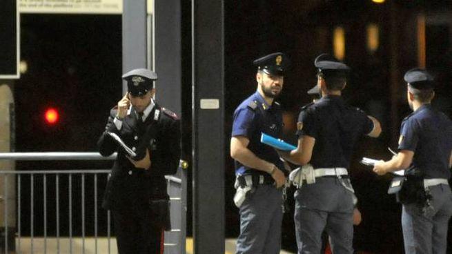 Le forze dell'ordine in stazione per accertamenti