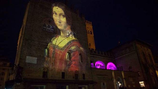 Un momento della proiezione dedicata a Leonardo fatta a Bologna su Palazzo Re Enzo