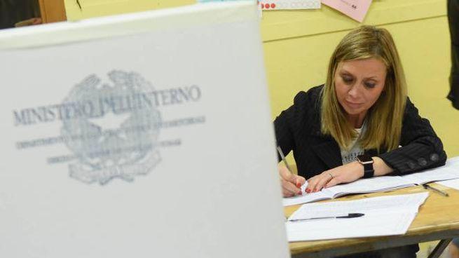 Un seggio elettorale (foto Cristini)