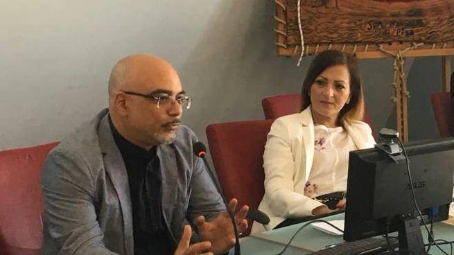 Il maggiore Luigi Perri  e l'assessore Gianna Gambaccini presidente della Sds zona pisana