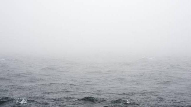 La nebbia sul mare (foto iStock)