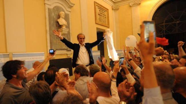 Zattini sindaco di Forlì tra gli applausi (Foto Frasca)