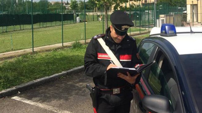 Rissa durante la partita, i carabinieri all'esterno del centro sportivo Calipari