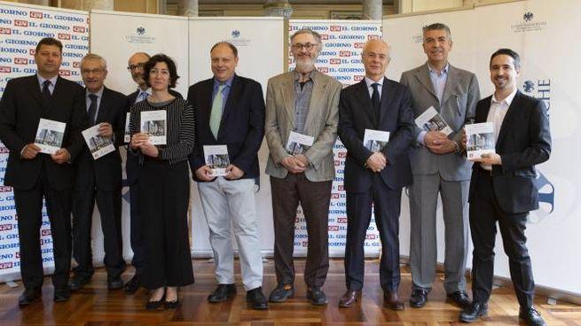 I protagonisti dell'iniziativa, quinto da sinistra il direttore de Il Giorno Sandro Neri