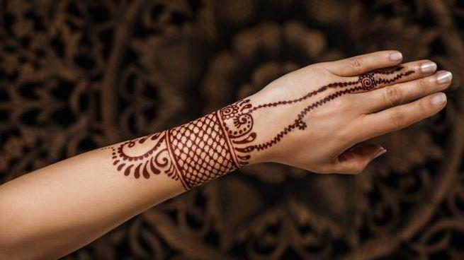 Un tattoo provvisorio con colori naturali, facile da applicare e non doloroso