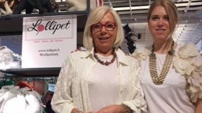 Sonia Staccioli insieme a Gioia, una delle socie, allo stand Lollipet a Pitti
