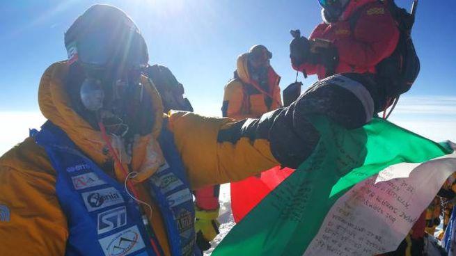 Luca Colli sventola il tricolore sul tetto del mondo