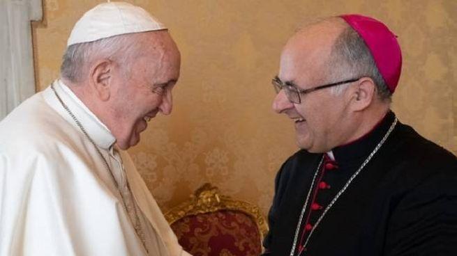 Papa Francesco  con Francesco Massara, arcivescovo di Camerino  e San Severino