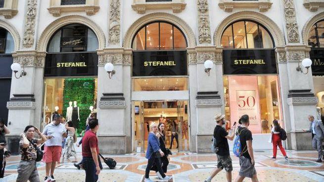 Vetrine Stefanel in Galleria Vittorio Emanuele a Milano (Newpress)