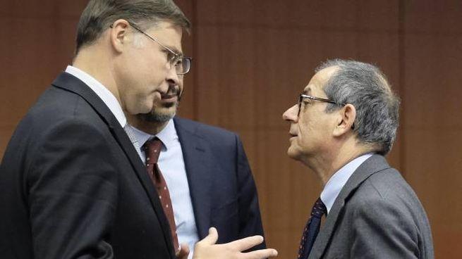 Valdis Dombrovskis e Giovanni Tria (Ansa)