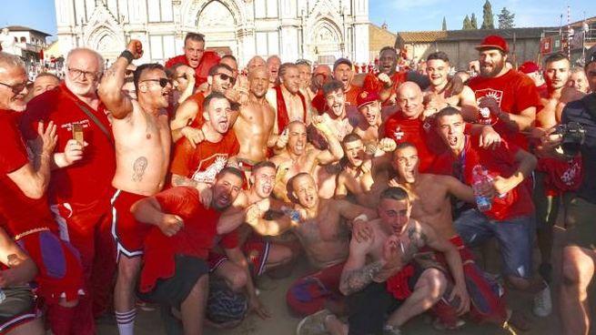 Calcio storico, i Rossi festeggiano (foto Gianluca Moggi /New Press Photo)