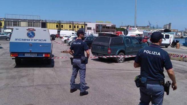 Le indagini della scientifica sull'auto di Bertuzzi nel porto di Ancona