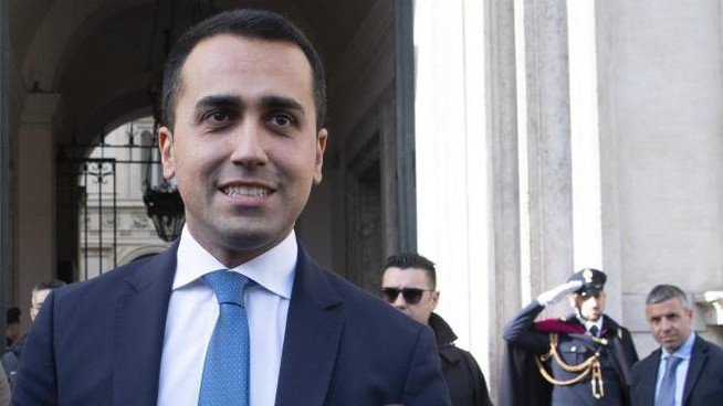 Il vicepremier e ministro Luigi Di Maio esce da Palazzo Chigi (Ansa)
