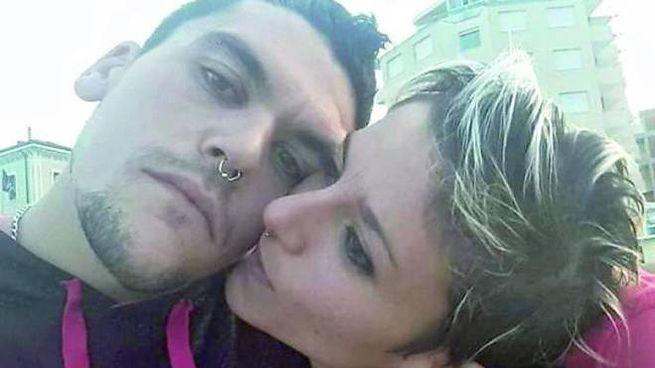 Silvia e Marco Orazietti come si mostravano  su Facebook
