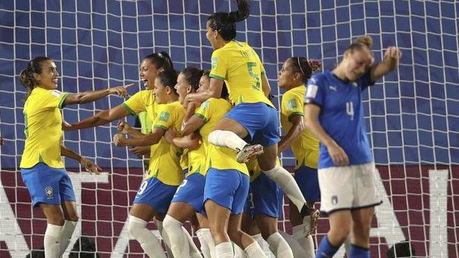 Mondiale femminile, Italia-Brasile 0-1: l'esultanza delle sudamericane (Ansa)