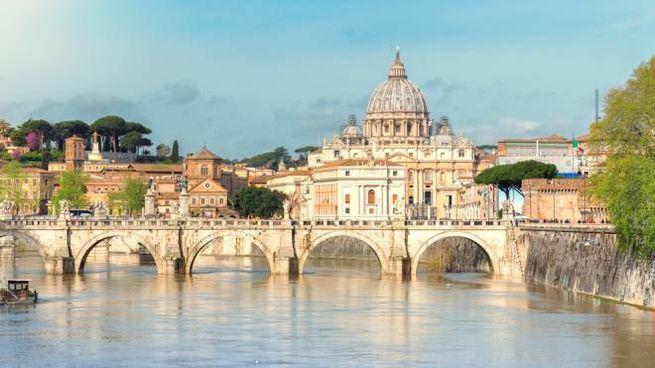 Roma è sempre popolarissima fra i turisti di tutto il mondo