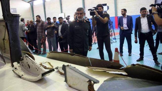 Teheran mostra i resti del drone Usa abbattuto (Ansa)