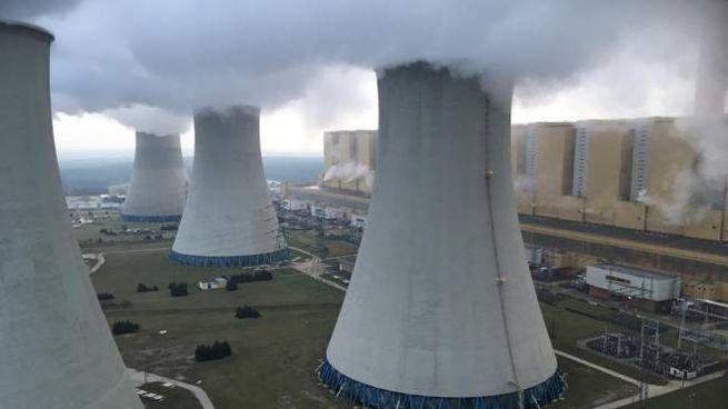 La centrale a carbone di Belchatow, in Polonia (Ansa)