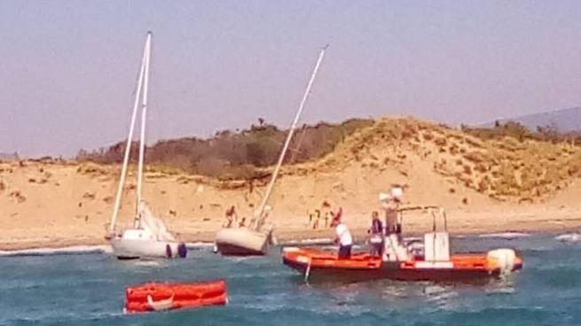 I soccorsi alle barche incagliate