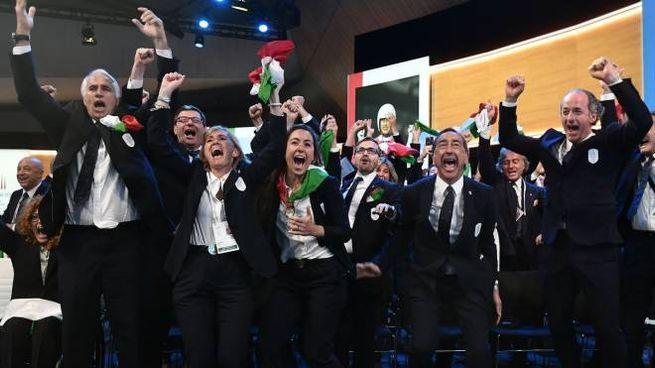 La gioia della delegazione italiana all'annuncio della decisione del Cio (Lapresse)