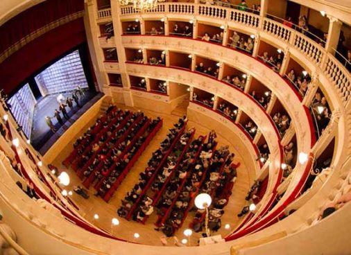CASTELFIORENTINO - Il prestigioso Teatro del Popolo