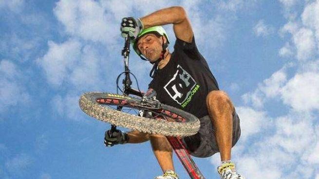 Alberto Limatore ha conquistato otto record con la sua inseparabile bicicletta