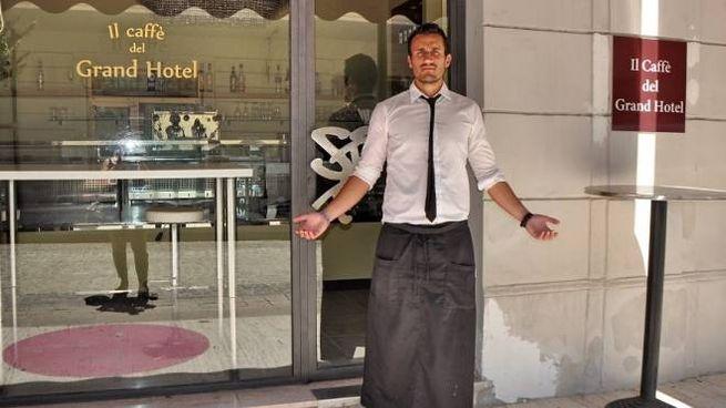 Simone Giampaolo, uno  dei baristi del Caffè del Grand Hotel di Riccione