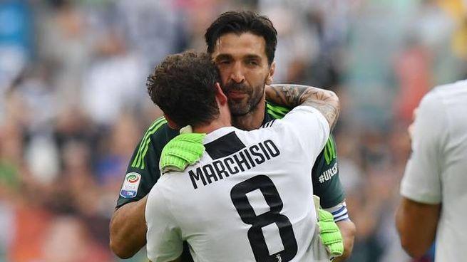 Marchisio abbraccia Buffon