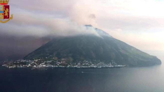 L'eruzione dello Stromboli (Ansa)
