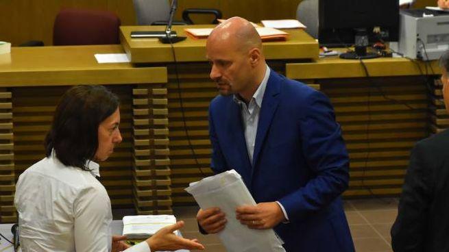 Il pm Valentina Salvi e il primo cittadino di Bibbiano Carletti