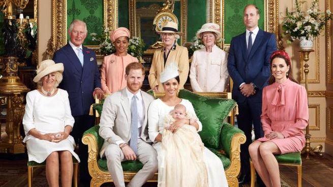 La foto ufficiale del battesimo di Archie Harrison Mountbatten-Windsor  (Ansa)