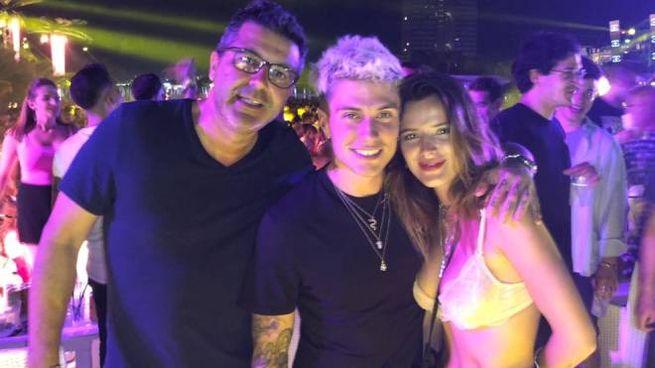 Benji con la fidanzata Bella Thorne al Papeete Beach