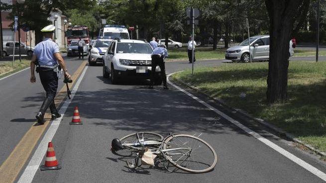 Ravenna, incidente in via Piave, il ciclista è morto (foto Zani)