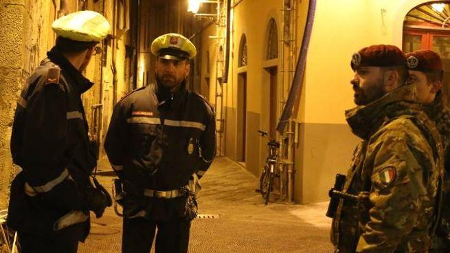 Un precedente controllo in piazza delle Vettovaglie (foto Valtriani)