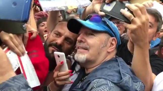 Vasco Rossi tra i fan a Zocca (FotoFiocchi)